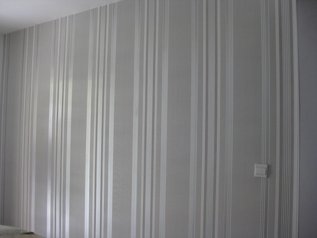 灰色墙纸搭配米色窗帘