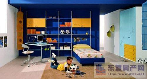 颜色的搭配,一般情况下,女生的卧室以暖色调为主,而男生的卧室