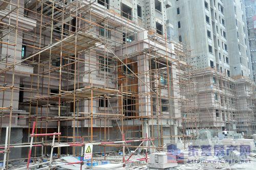 目前正在进行内部结构施工