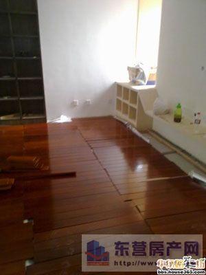 现场直击网友装修:实木地板安装的细枝末节