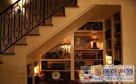 不規則書柜展示柜效果圖-家庭攻略 樓梯死角巧利用空間節省法寶大全