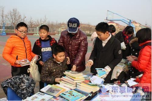 中举办中学生 跳蚤书市 受欢迎