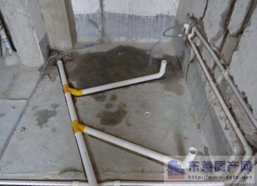 對此我們需要知道廚房的下水管道主要有下排水和側排水兩種,下排水