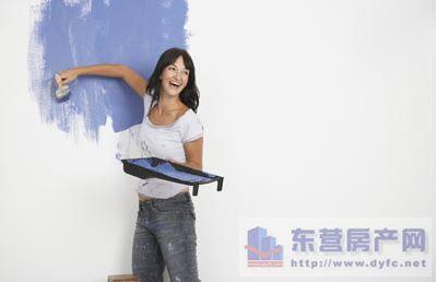 装修油漆施工工艺的流程.   乳胶漆施工工艺   首先,在涂油高清图片