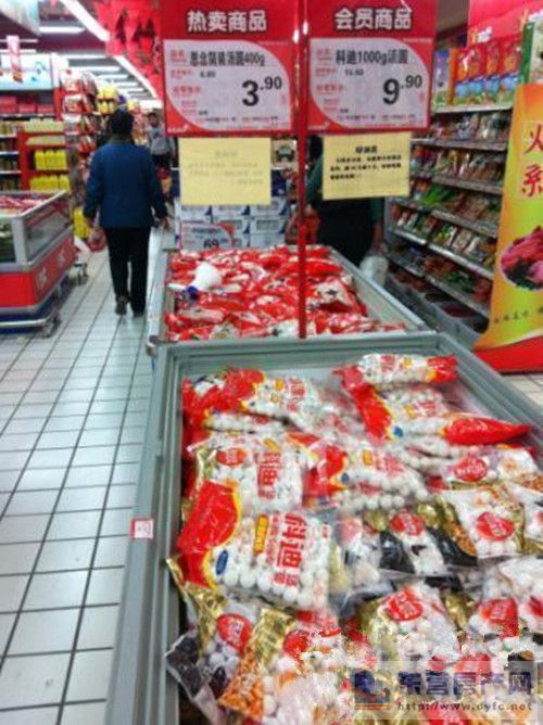 8元/袋,促销价格为每袋3.9元.而另一家超市同品牌的大汤圆500g仅卖6.
