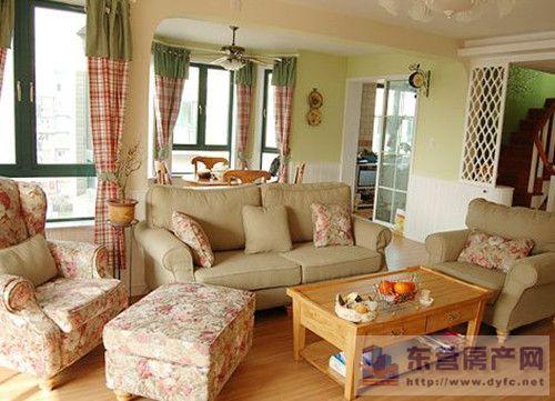 美式田园风格窗帘特点四   美式乡村风格窗帘通常简洁爽朗,