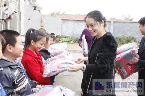 东营市两省定贫困村小学生收到温暖资讯净高棉衣中小学图片