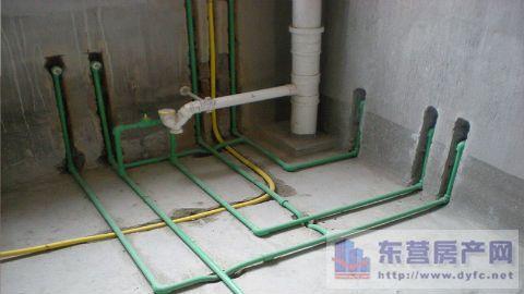 家装水路施工开槽方法 冷热水开槽方式不同高清图片